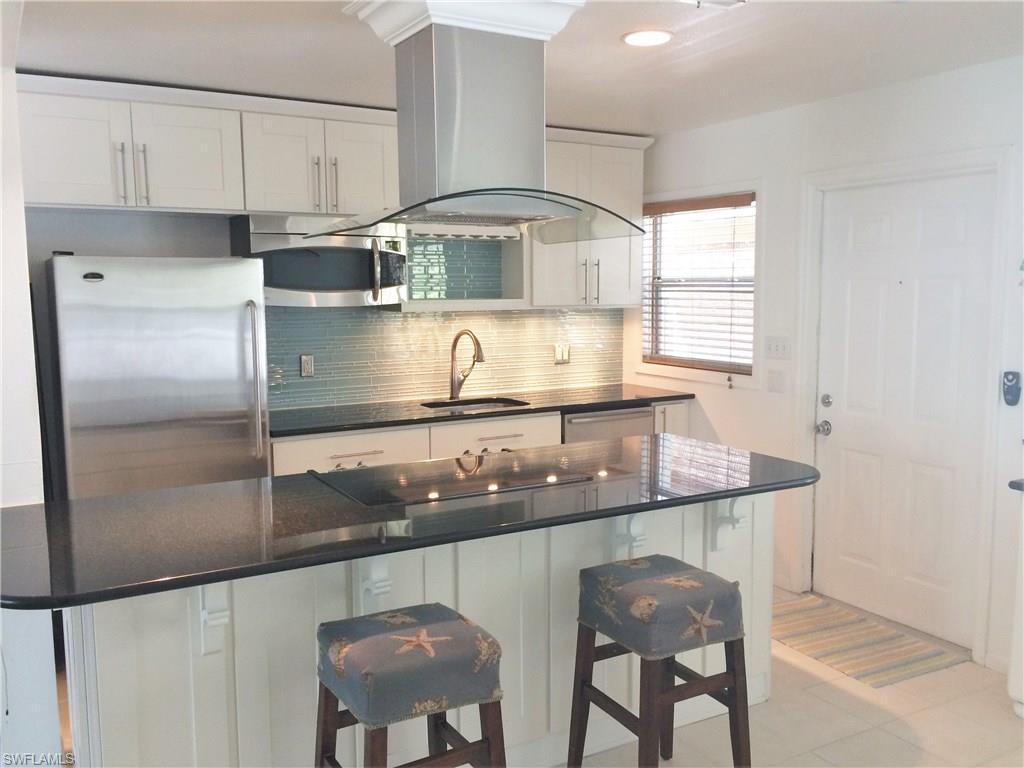 5550 Oak Ridge Ave, Fort Myers Beach, FL 33931 (MLS #216060844) :: The New Home Spot, Inc.