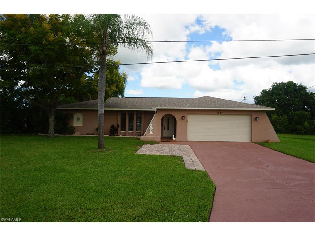 1337 NE 2nd St, Cape Coral, FL 33909 (MLS #216061032) :: The New Home Spot, Inc.