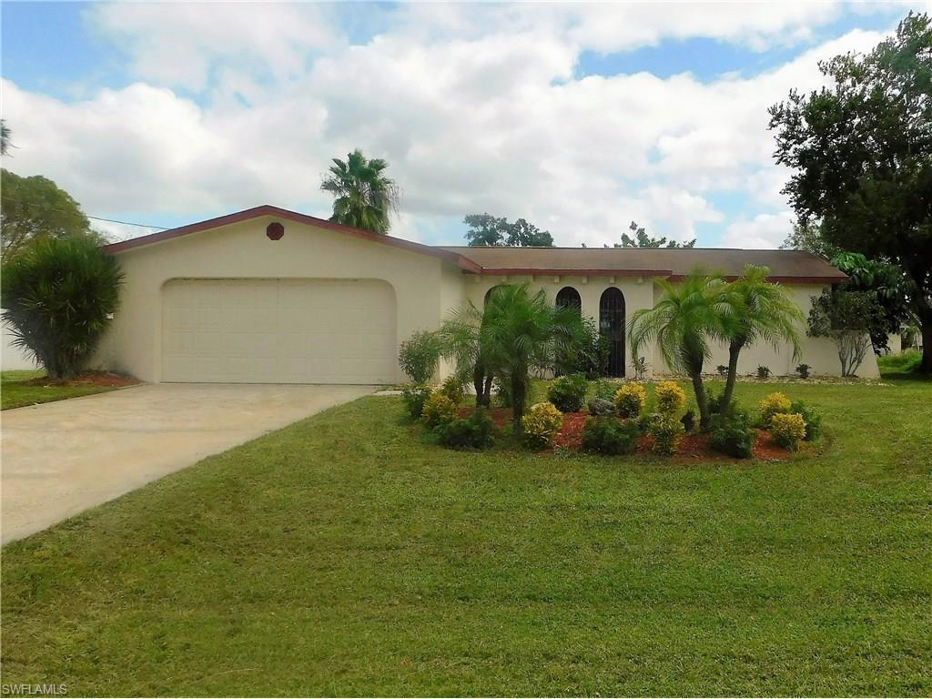 2911 SE 10th Pl, Cape Coral, FL 33904 (#216061293) :: Homes and Land Brokers, Inc