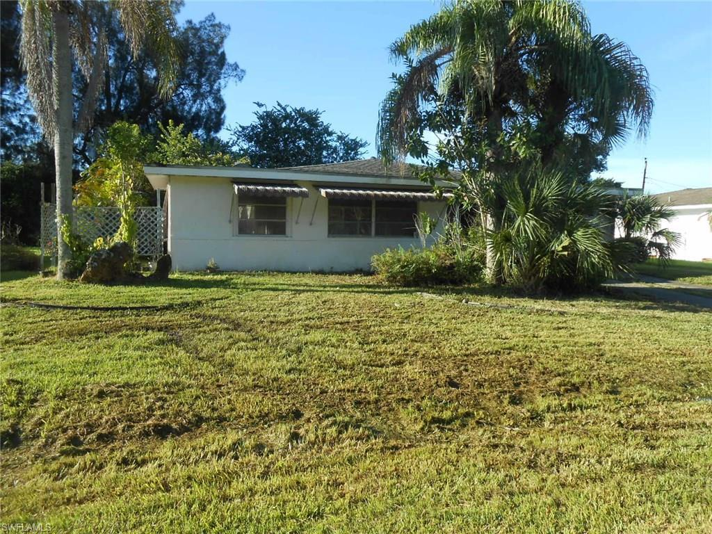 902 Willow Dr, Lehigh Acres, FL 33936 (MLS #216061536) :: The New Home Spot, Inc.