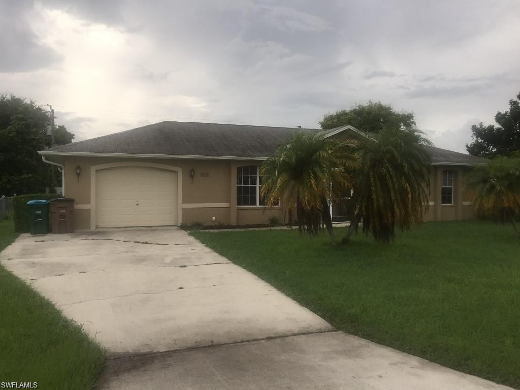 618 SE 9th Ave, Cape Coral, FL 33990 (#216062092) :: Homes and Land Brokers, Inc