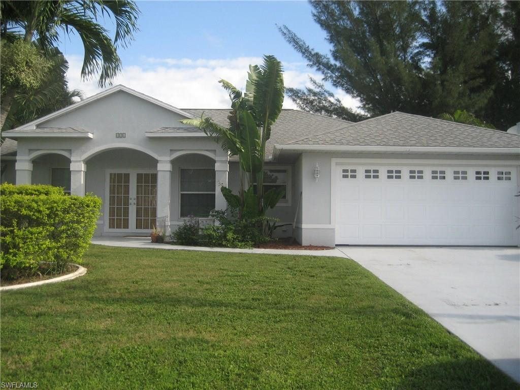 121 SE 21st St, Cape Coral, FL 33990 (MLS #216062557) :: The New Home Spot, Inc.