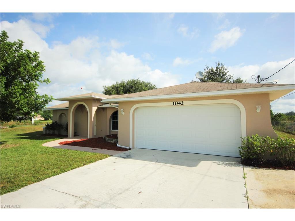 1042 Cavanagh Ave, Lehigh Acres, FL 33971 (MLS #216063097) :: The New Home Spot, Inc.