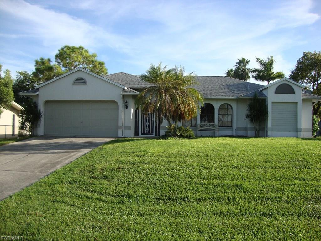 10 SW 10th Ter, Cape Coral, FL 33991 (MLS #216063103) :: The New Home Spot, Inc.