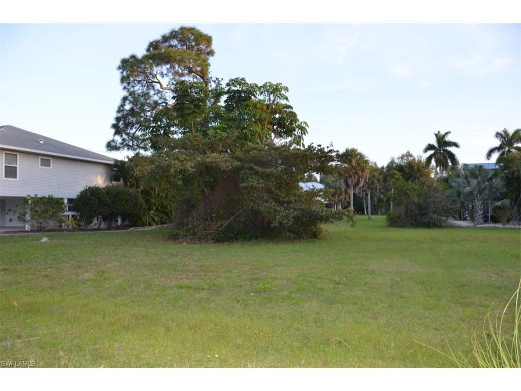 7895 Della Bitta Ln, Bokeelia, FL 33922 (MLS #216063134) :: The New Home Spot, Inc.