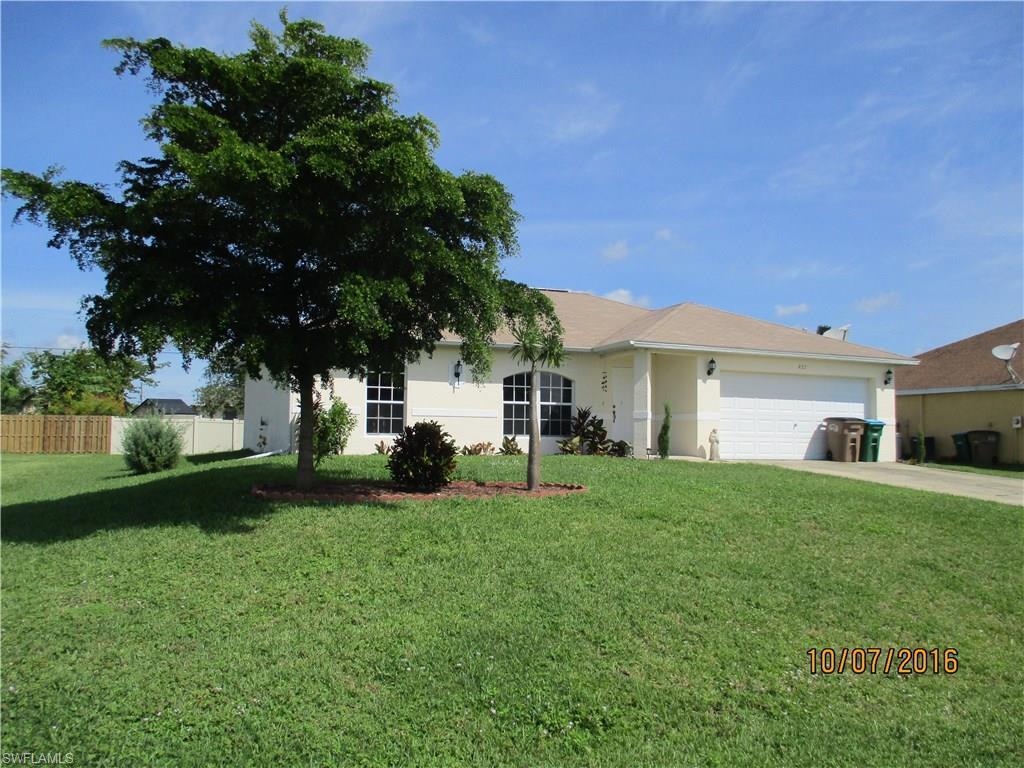 927 NE 12th St, Cape Coral, FL 33909 (MLS #216063300) :: The New Home Spot, Inc.