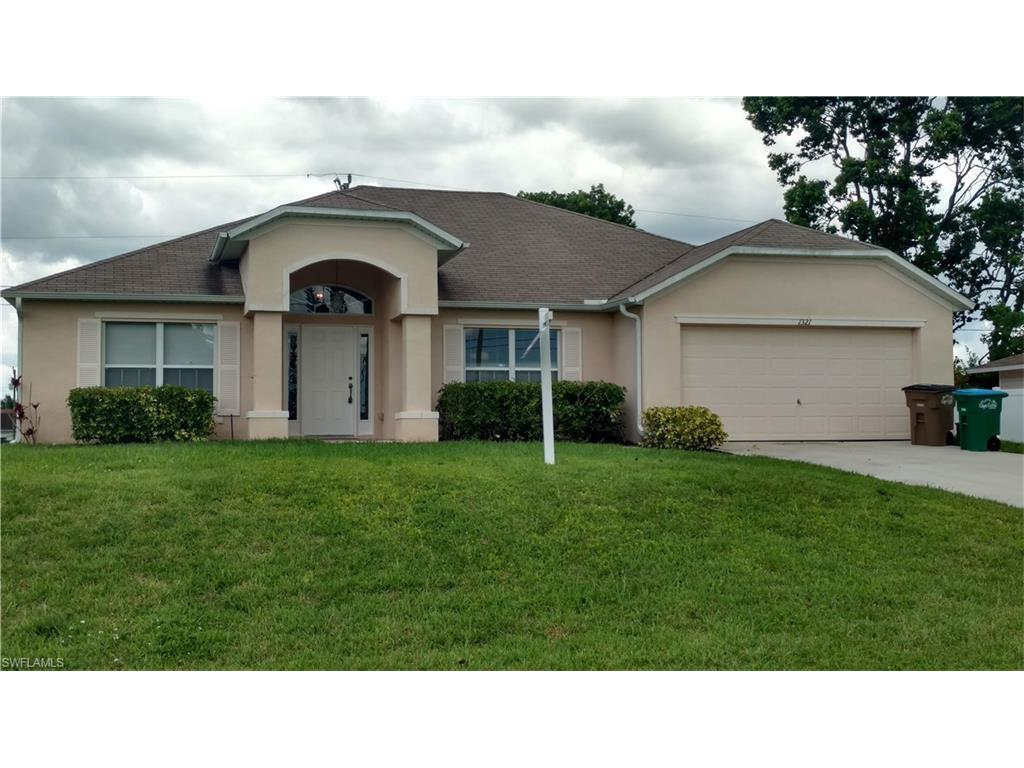 1321 NE 4th Ave, Cape Coral, FL 33909 (MLS #216063317) :: The New Home Spot, Inc.