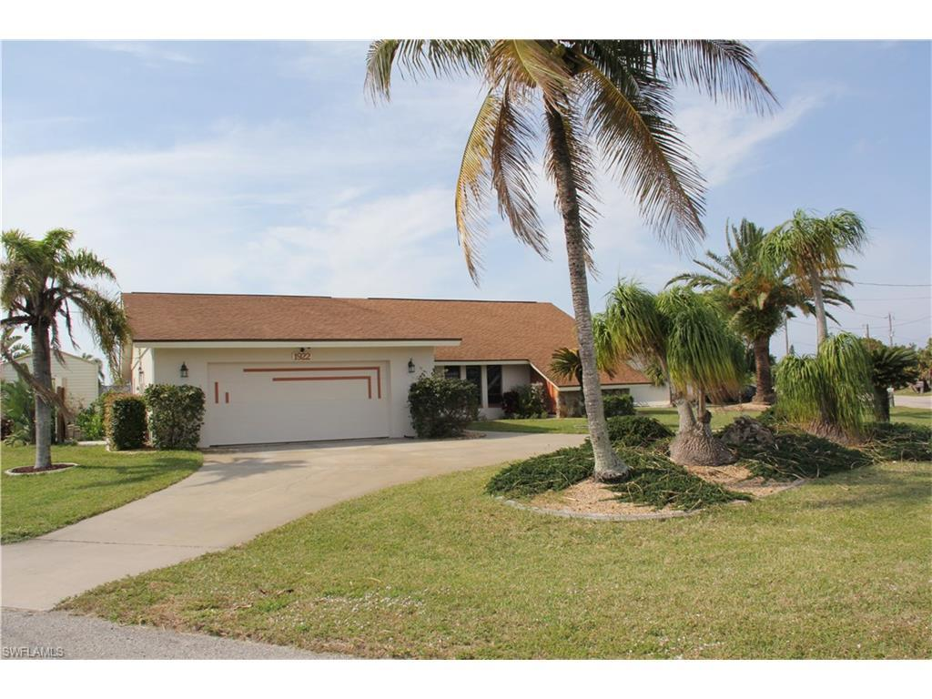 1922 SE 26th Ter, Cape Coral, FL 33904 (MLS #216063816) :: The New Home Spot, Inc.