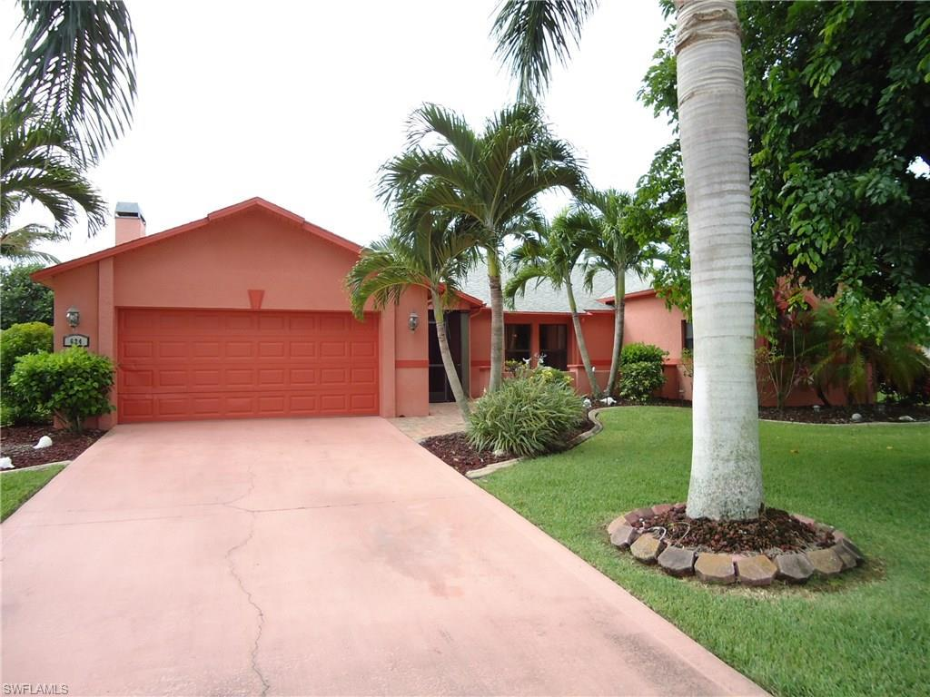 624 SW 57th St, Cape Coral, FL 33914 (MLS #216064427) :: The New Home Spot, Inc.