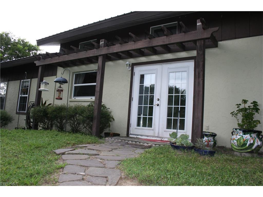 22221 Luckey Lee Ln, Alva, FL 33920 (#216064657) :: Homes and Land Brokers, Inc