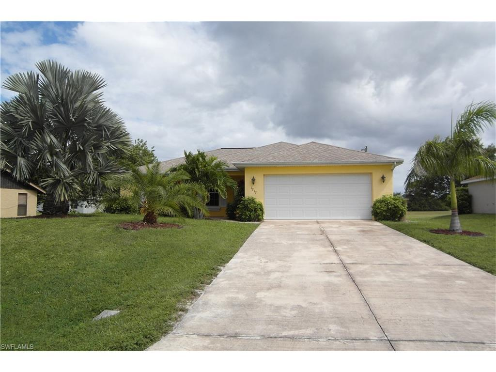 1217 NE 6th Ave, Cape Coral, FL 33909 (MLS #216065111) :: The New Home Spot, Inc.