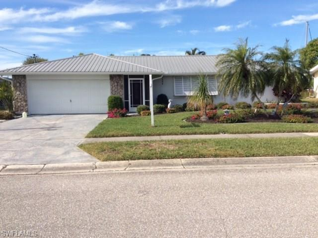 4629 Forest Glen Dr, North Fort Myers, FL 33903 (MLS #217079283) :: RE/MAX DREAM