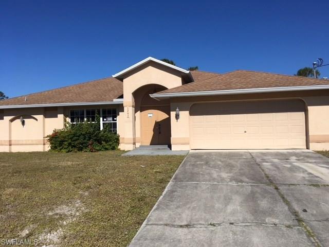 1243 Eclair St E, Lehigh Acres, FL 33974 (MLS #218005157) :: RE/MAX DREAM