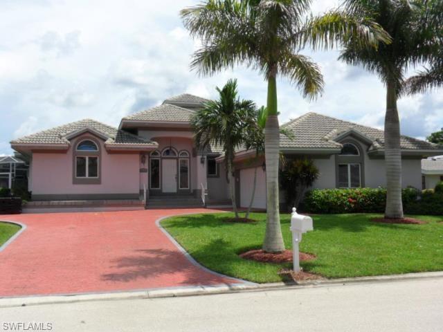 18101 Cutlass Dr, Fort Myers Beach, FL 33931 (MLS #218005537) :: RE/MAX Realty Team