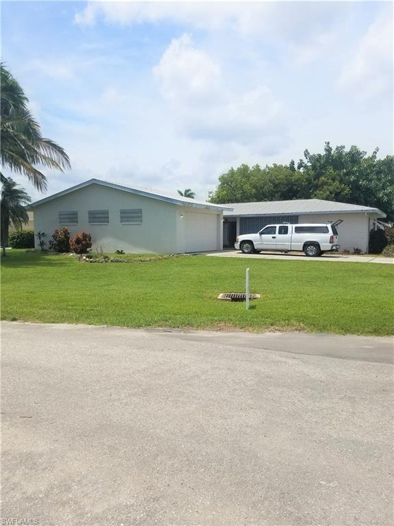 1939 SE 35th St, Cape Coral, FL 33904 (MLS #218011082) :: RE/MAX Realty Team