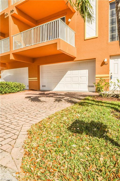 4365 Estrada Dr, Fort Myers, FL 33916 (MLS #218011350) :: The Naples Beach And Homes Team/MVP Realty
