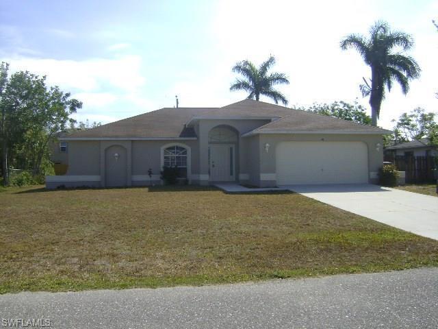 41 NE 9th Ave, Cape Coral, FL 33909 (MLS #218020105) :: RE/MAX DREAM