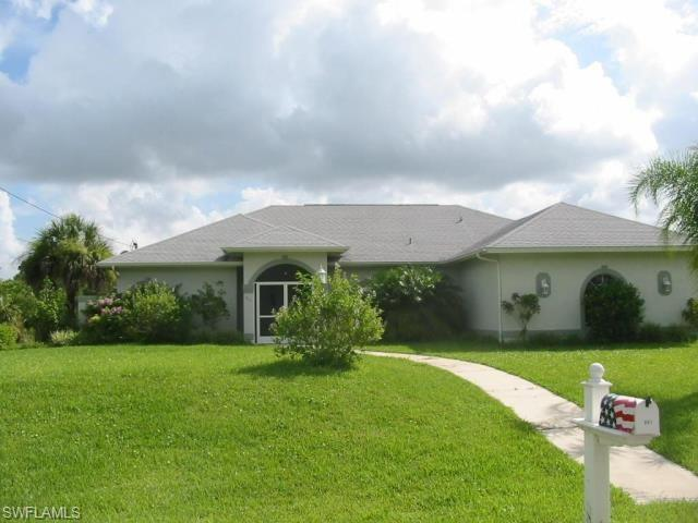 841 Geneva St, Lehigh Acres, FL 33974 (MLS #218030562) :: RE/MAX Realty Group