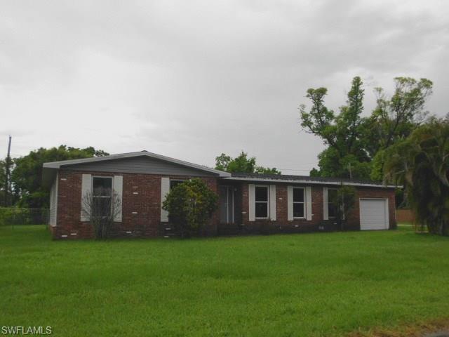 702 Concordia Ave, Clewiston, FL 33440 (MLS #218043188) :: Clausen Properties, Inc.
