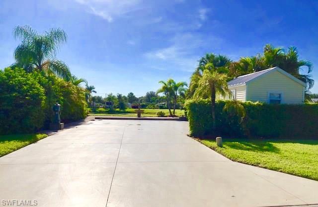 3014 E Riverbend Resort Blvd, Labelle, FL 33935 (MLS #218048244) :: RE/MAX Realty Team