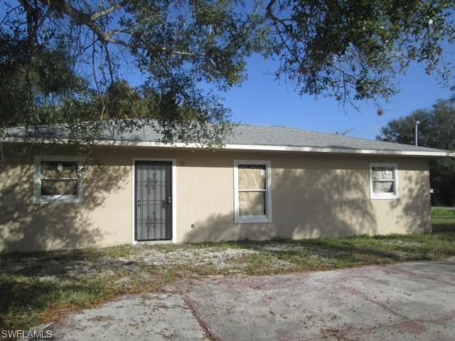 1680 Woodward Ave, North Fort Myers, FL 33903 (MLS #218051474) :: RE/MAX Realty Team