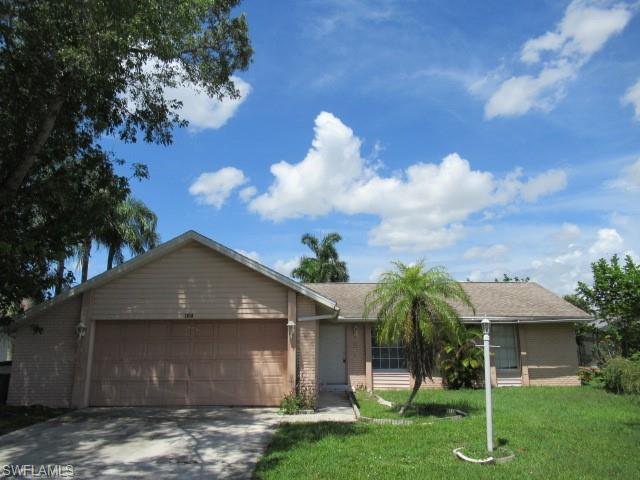 1610 Country Club Blvd, Cape Coral, FL 33990 (MLS #218054076) :: Clausen Properties, Inc.