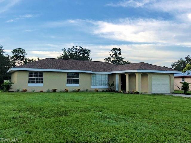 4097 S Edgewater Cir, Labelle, FL 33935 (MLS #218059193) :: RE/MAX Realty Team