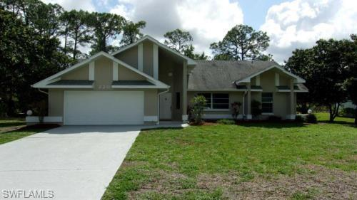 220 Hamilton Ave, Lehigh Acres, FL 33936 (MLS #218075775) :: Clausen Properties, Inc.