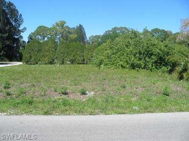 7598 Breeze Dr, North Fort Myers, FL 33917 (MLS #219011498) :: RE/MAX DREAM