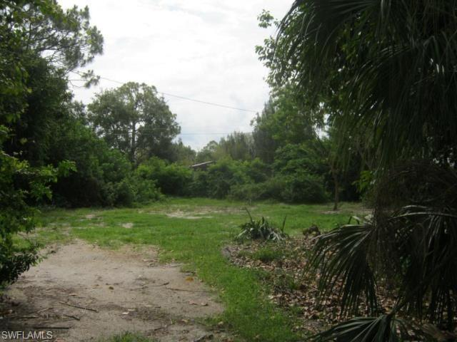 8375 Mcdaniel Dr, North Fort Myers, FL 33917 (MLS #219012094) :: RE/MAX Realty Team