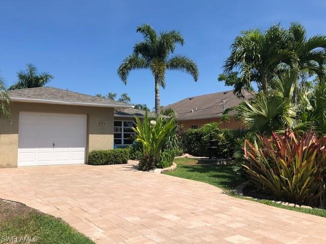 571 101st Ave N, Naples, FL 34108 (MLS #219023180) :: The Naples Beach And Homes Team/MVP Realty
