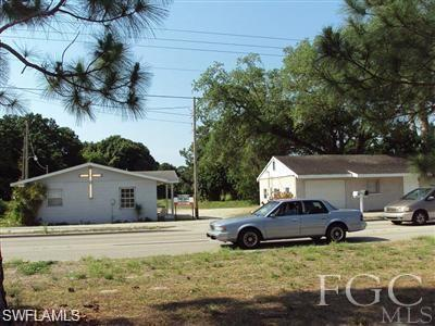 247 Pine Island Rd, North Fort Myers, FL 33903 (MLS #219030653) :: #1 Real Estate Services