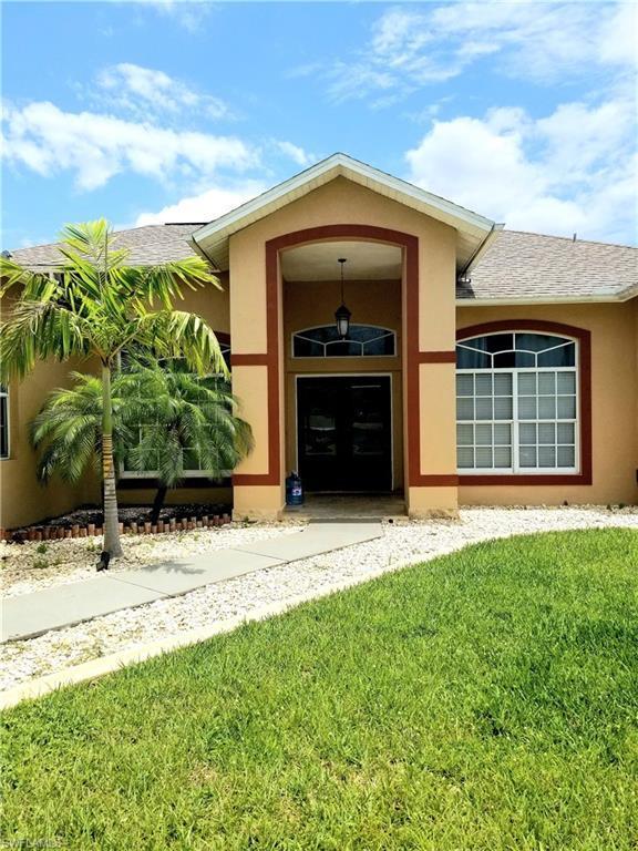 1413 NE 18 Pl, Cape Coral, FL 33909 (MLS #219035811) :: RE/MAX Realty Team