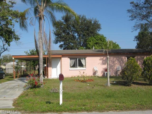 1125 Cherokee Ave, Lehigh Acres, FL 33936 (MLS #219049449) :: Palm Paradise Real Estate