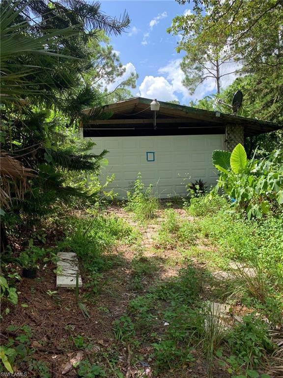 1081 18th Ave NE, Naples, FL 34120 (MLS #219060399) :: Royal Shell Real Estate