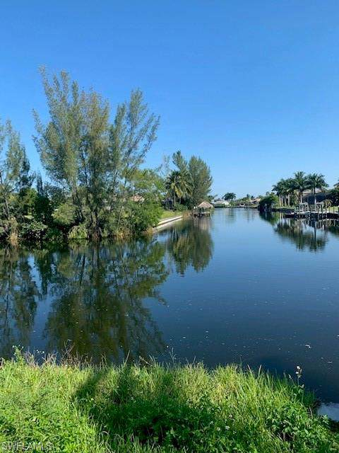 2527 SW 35th Ln, Cape Coral, FL 33914 (MLS #219061260) :: Royal Shell Real Estate