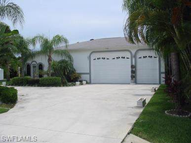 18534 Phlox Dr, Fort Myers, FL 33967 (#219074466) :: The Dellatorè Real Estate Group