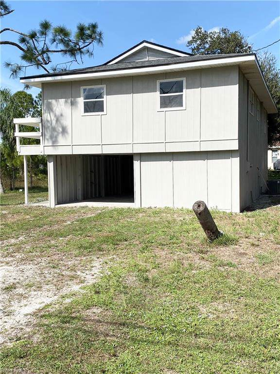 2504 35th St SW, Lehigh Acres, FL 33976 (MLS #219074786) :: RE/MAX Realty Team