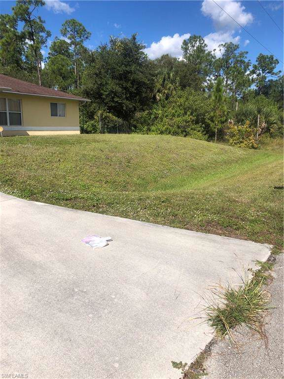 903 Cortez Ave, Lehigh Acres, FL 33972 (#219076985) :: The Dellatorè Real Estate Group