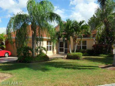 15151 Cloverdale Dr, Fort Myers, FL 33919 (MLS #220001692) :: Kris Asquith's Diamond Coastal Group