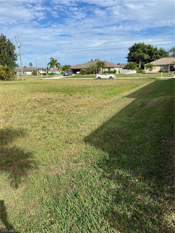 3306 SW 26th Pl, Cape Coral, FL 33914 (MLS #220005642) :: Eric Grainger | NextHome Advisors