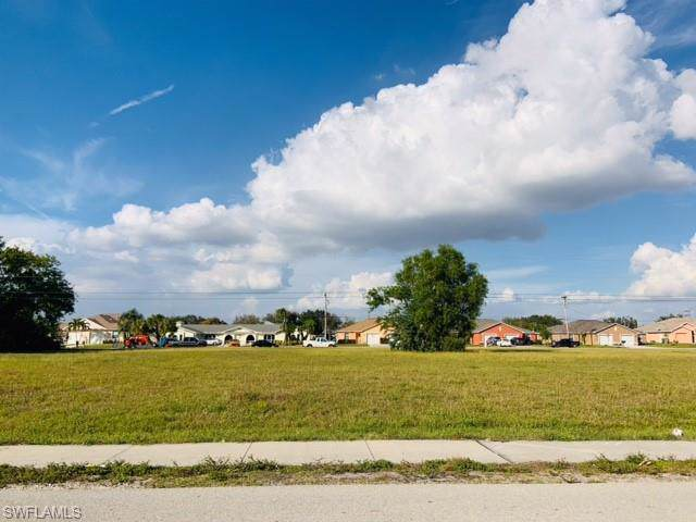 703 SE 8th St, Cape Coral, FL 33990 (MLS #220007528) :: Clausen Properties, Inc.