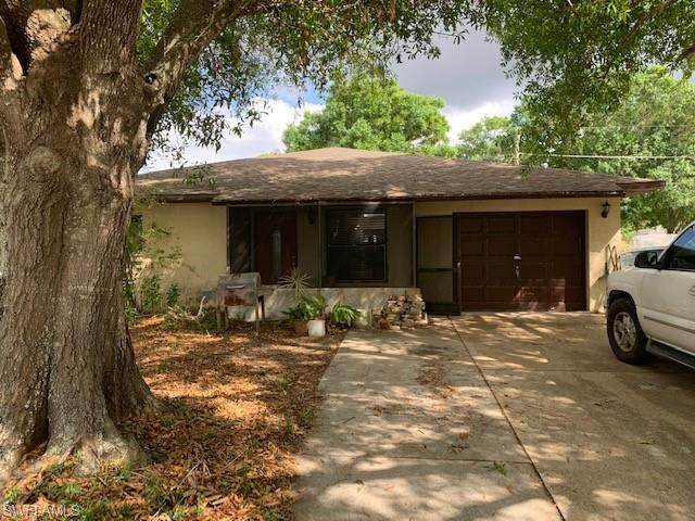 2102 Hibiscus Rd, Fort Myers, FL 33905 (MLS #220014690) :: #1 Real Estate Services