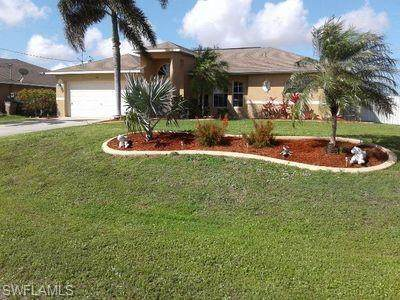 1106 Juanita Pl, Cape Coral, FL 33909 (#220015162) :: The Dellatorè Real Estate Group