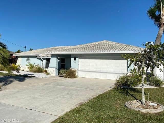2413 Country Club Blvd, Cape Coral, FL 33990 (MLS #220016164) :: #1 Real Estate Services