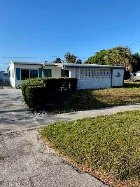 939 Hibiscus Ln, North Fort Myers, FL 33903 (MLS #220022125) :: RE/MAX Realty Team