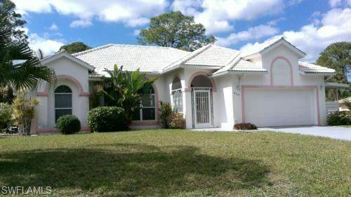 717 Columbus Ave, Lehigh Acres, FL 33972 (MLS #220023374) :: Premier Home Experts
