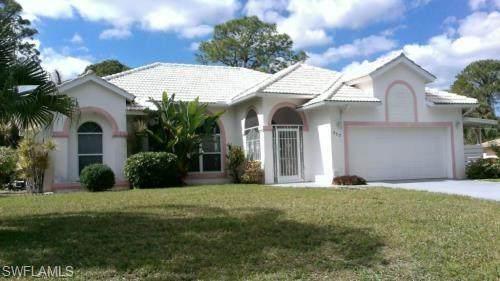 717 Columbus Ave, Lehigh Acres, FL 33972 (#220023374) :: The Dellatorè Real Estate Group