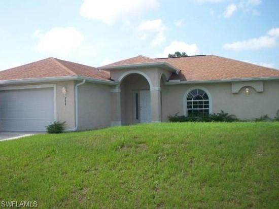 838 Carpenter Street E, Lehigh Acres, FL 33974 (MLS #220034462) :: RE/MAX Realty Group