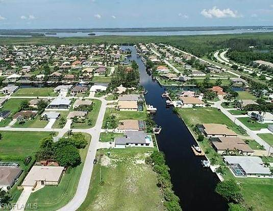 2527 SW 25th Terrace, Cape Coral, FL 33914 (MLS #220034847) :: The Naples Beach And Homes Team/MVP Realty